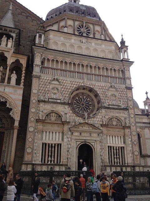 visiting_bergamo_church_exterior