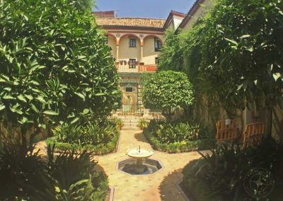 visit_Seville_hotel_courtyard_5